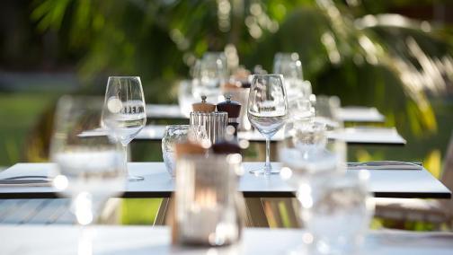 Garden Kitchen & Bar outdoor table setting